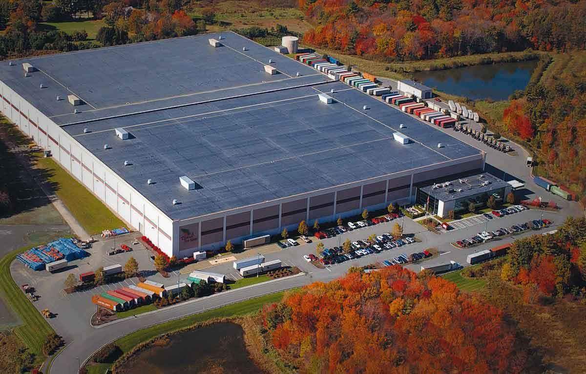 vue aérienne d'un batiment industriel couvert en EPDM