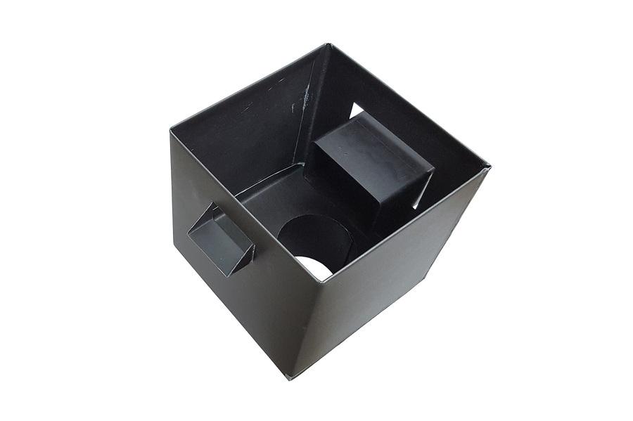 boîte à eau Zinc pré-patiné noir vue de dessus avec le tuyau de la sortie d'eau pluviale